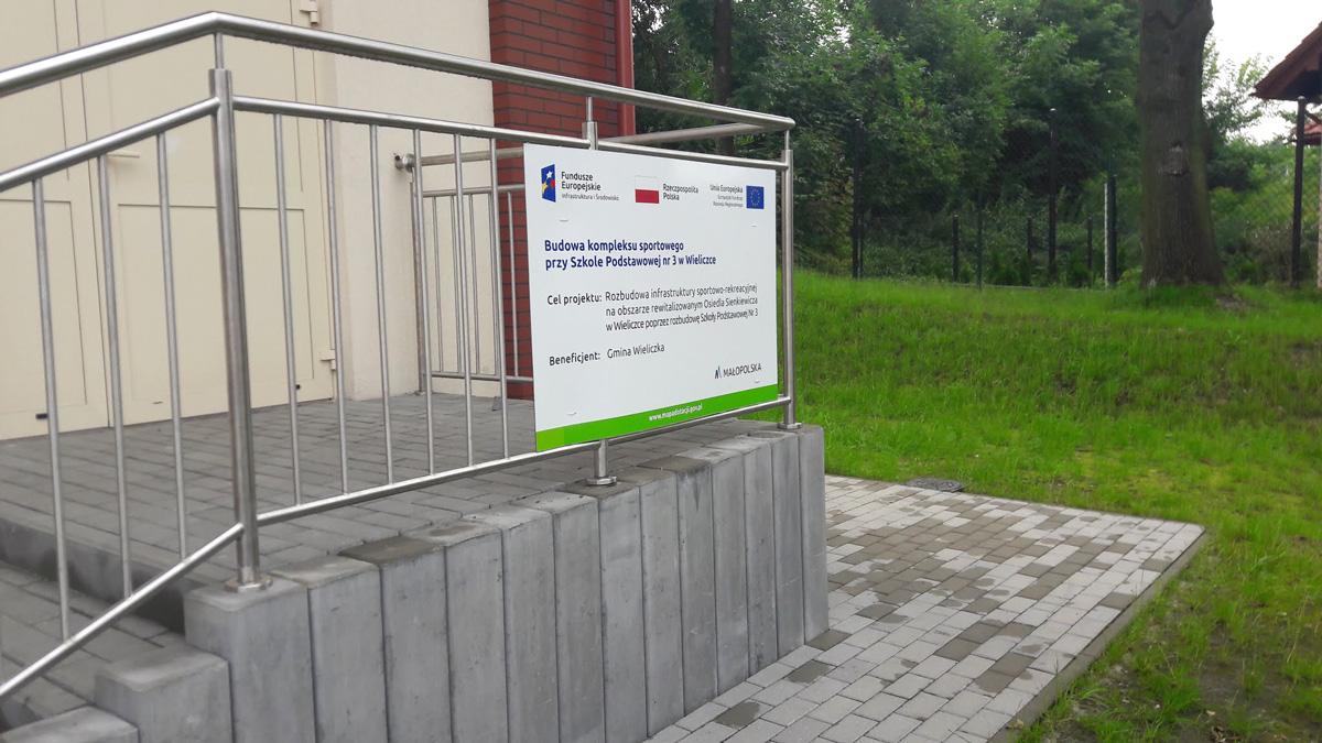 tablice unijne pamiątkowe niepołomice